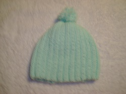 http://crystalsbabyblankets.com/pics/Pale Green knit hat BALL.JPG